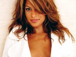 """No glosses, never, ever, ever glosses,"" says actress, Eva Mendes. Click to find out what's in Eva Mendes' makeup bag!"
