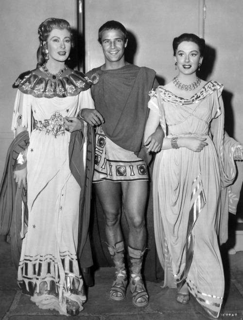Greer Garson, Marlon Brando, Deborah Kerr on set of Julius Caesar, 1953