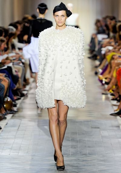 Giambattista Valli Fall 2011 Couture(Photo: vogue.com)