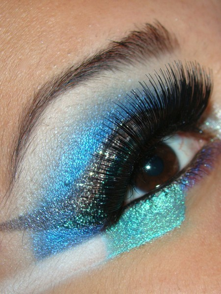 Check out this fun, bright eye look from Beautylish user Chassy D.! We love that aqua color!