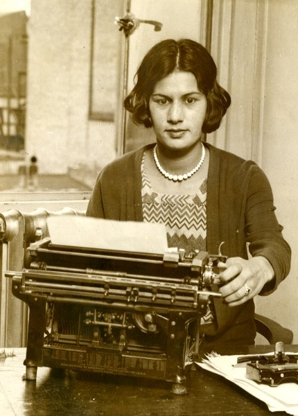 holdthisphoto:   Miss Jenny Sandison photographed at her work as a typist in London which she  has undertaken whilst in this country for the forthcoming championship  at Wimbleton. Miss Sandison , who is eighteen years of age is champion of Bengal an all-India , and has held these titles since 1928.  (via)