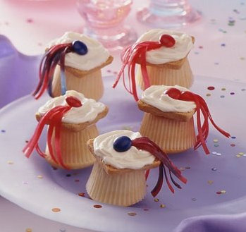 Mini Cupcake Mortarboards by Betty Crocker Recipes on Flickr.
