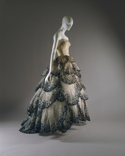 "omgthatdress:  Christian Dior ""Junon"" dress ca. 1949 via The Costume Institute of the Metropolitan Museum of Art"