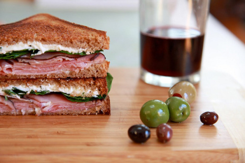 lovelylovelyfood:  Grilled Ham, Goat Cheese, and Spinach Sandwich   Gotta get one of these.