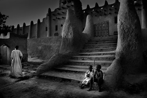 "The Great Mosque of Djenné, Djenné, Mali  ""The Great Mosque of Djenné, the largest mud brick building in the world.""  By: Larry Louie"