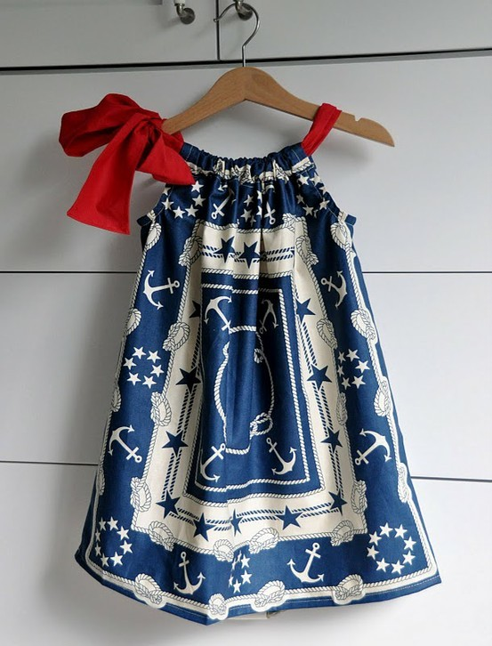 Completely ADORE this pillow case dress by the insanely talented, Anneliese of blog Aesthetic Nest. Thanks, Anneliese (via This kid has style / pillowcase dress.)