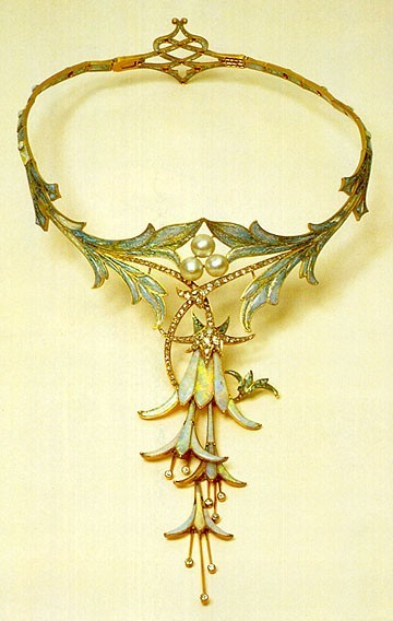 Fuchsia Necklace designed by Alphonse Mucha and made by jeweler Gorges Fouquet in opal, cabochon sapphire, pearl, and gold (1905)