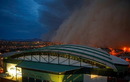nevver just posted better pics of the dust storm in Pheonix via LATimes.  nevver:  End of Days