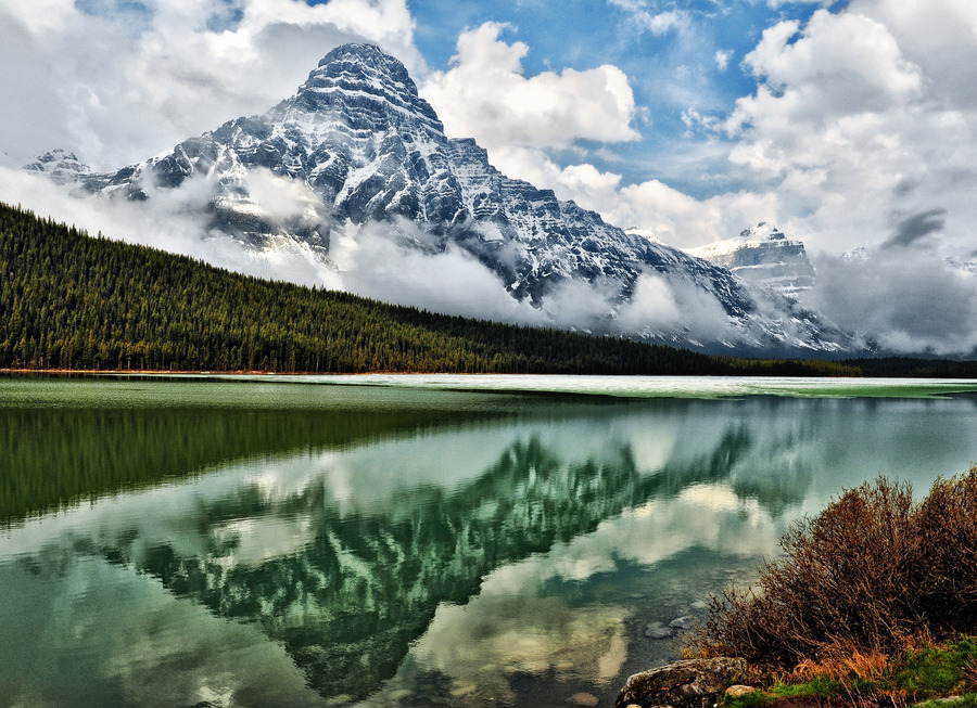 Canadian Grandeur (by Jeff Clow)