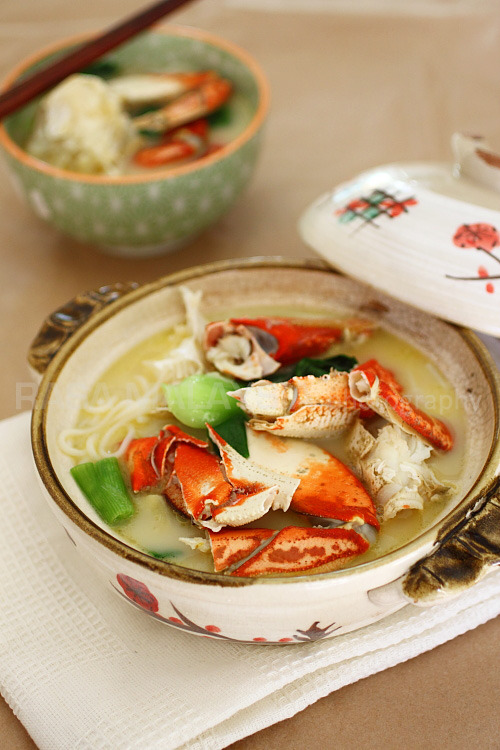 lovelylovelyfood:  Chinese-Style Crab Noodle Soup With Scallions