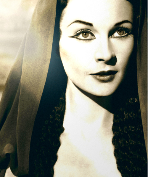 captainbutler:   Vivien Leigh as Cleopatra.
