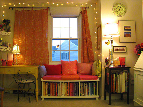 sweethomestyle:  Where I Read & Relax (by ginaleekim)