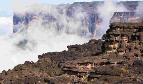 Mount Roraima is the highest of the Pakaraima mountain chain in South America. The 31 square kilometer summit area is defined by 400 meter tall cliffs on all sides and includes the borders of Brazil, Venezuela, and Guyana. (via The Mind-Blowing Mount Roraima - All That Is Interesting)