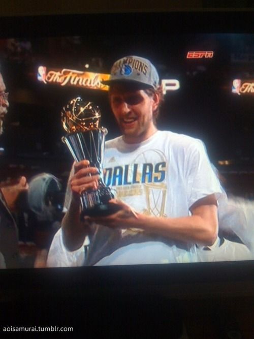Photo 106 (I feel like I'm cheating. :P ANYWAY!) Dirk Nowitzki and his MVP trophy. XD