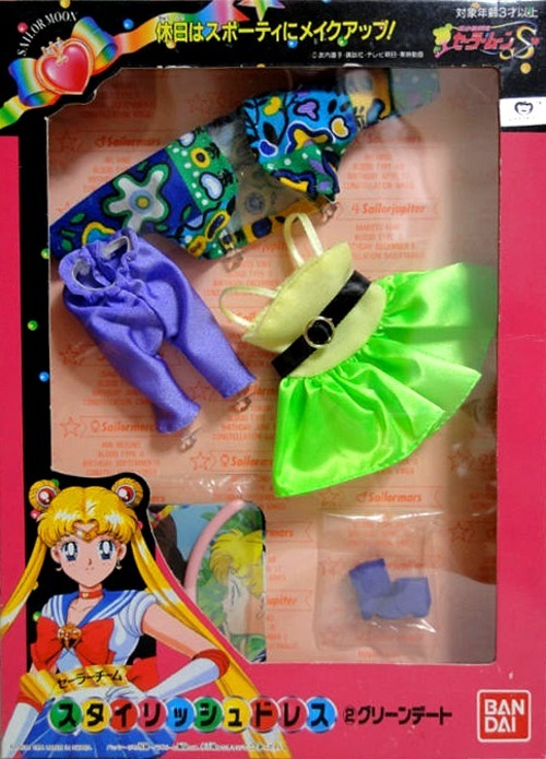 smdaily:  Retro-yum neon Usagi kit? Let's get it!!  I know that a lot of people think some of the directors for Sailor Moon have questionable fashion tasteAnd I know that I have questionable fashion tasteBut fuck it. I think Usagi would look so cute in this.