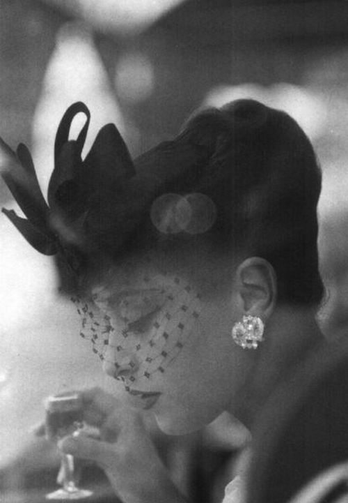 kunchakuuu:  theniftyfifties: Hat by Gilbert Orcel, 1956.  Photo by Henry Clarke.