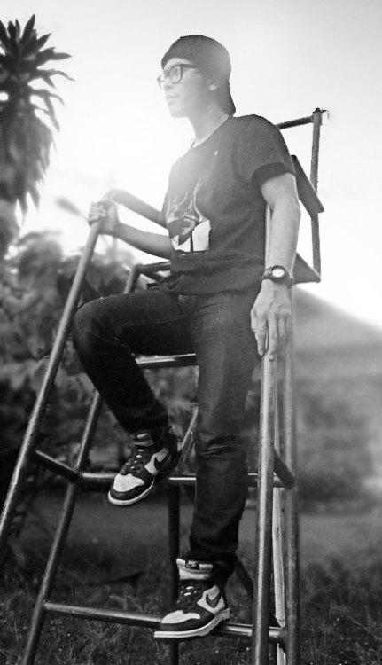 BW shoot at tennis court hype means nothing tee / g-shock / lc114 dry / nike dunk hi pistachio