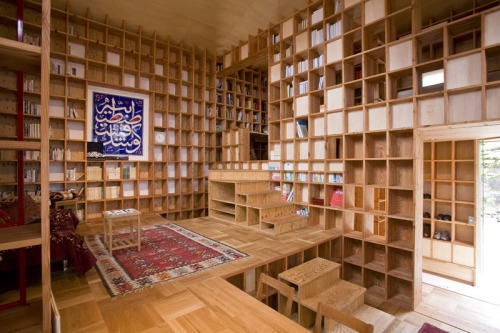 pockyphoto:  Kazuya Morita designed a house in Japan to hold 10 tons of books for a young historian.