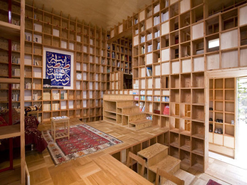 The innovative 'Shelf-pod' house in Osaka, Japan can hold 10 tons of books. Yes, 10 tons of books. Can you imagine what it would look like filled with 10 tons of books?Photo: Kazuya Morita Architecture Studio