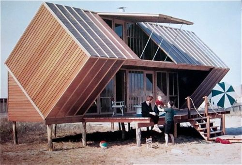 cabinporn:  Irwin Hunt House by Andrew Geller - Fire Island, 1959 Photo by Nina Leen