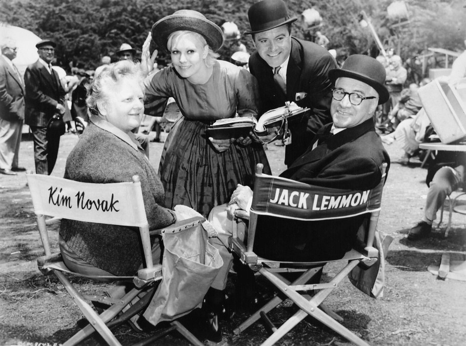 Jack Lemmon and Kim Novak with Jack's dad and Kim's mum, who both had uncredited appearances with their very attractive children in The Notorious Landlady (1962).