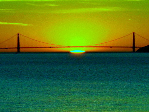 Green Flash at Sunset Under Golden Gate Bridge on 20070121 by CoastRanger on Flickr.