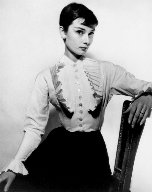theniftyfifties:  Audrey Hepburn  I want to be her.