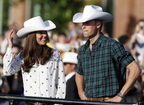 yourloveslikerockets:  blesshisheart:  whiskeylullabye:  Prince William sure can pull off a cowboy hat. Umm see you can have the BEST Of BOTH WORLDS. I mean A Princeand A Cowboy……………Its not impossible.   i can't even   this is the cutest.  LOVE THIS!!