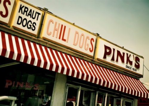 Pink's Famous Hot Dogs in Hollywood, California (via gandolphoto)