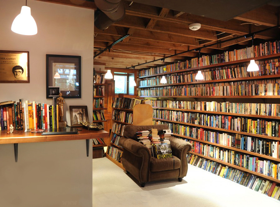 Holy Hannah. That's a serious library.   Neil Gaiman's personal library. A little book porn for all of you readers out there.