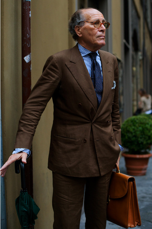 NOTE: This IS how to wear linen.  Because Italian men know best. Summer Suit: Wearing brown Linen in Milan.  Love the vivid colors here.