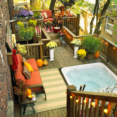 sunsurfer:  Outdoor Deck Spa, New York City  photo via bhg  I'd die for this