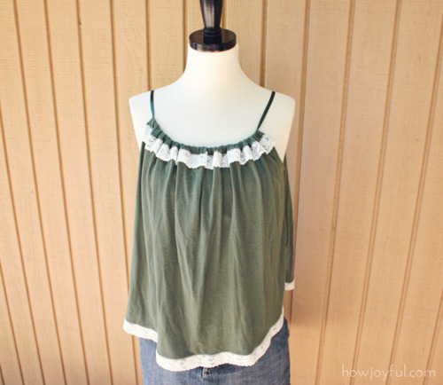 diyfashion:  See how Joy of How Joyful made this cute and girly top from a pillowcase by clicking here. If you have extra time, definitely check out her site for more high-quality tutorials and creative ideas!