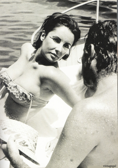 Elizabeth Taylor and Richard Burton take a break from the filming of Cleopatra, 1962
