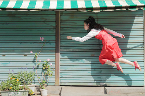 This is one of the coolest photo blogs I've ever seen :) Daily levitations. How cool is that?