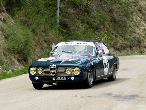 Dashing downhill Starring: '70 Alfa Romeo 2600 Sprint (by anhndee)