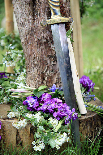 dragonwitch:  Beltaine altar b 2011 (by lunasam)