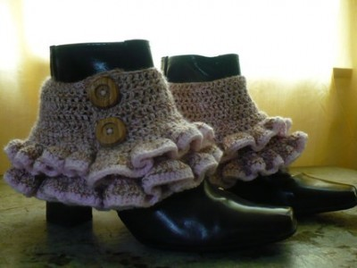 "Victorian/Steampunk Ruffled Spats. Free Crochet Pattern. From Mrs. Greene's site.  ""Steampunk fashion draws largely from Victorian-era styles and designs.  One item common between the two styles are spats, fabric cuffs that go over boots.  This free crochet pattern will show you how to make a pair of ruffled spats that are perfect for adding to your own DIY steampunk outfit."""