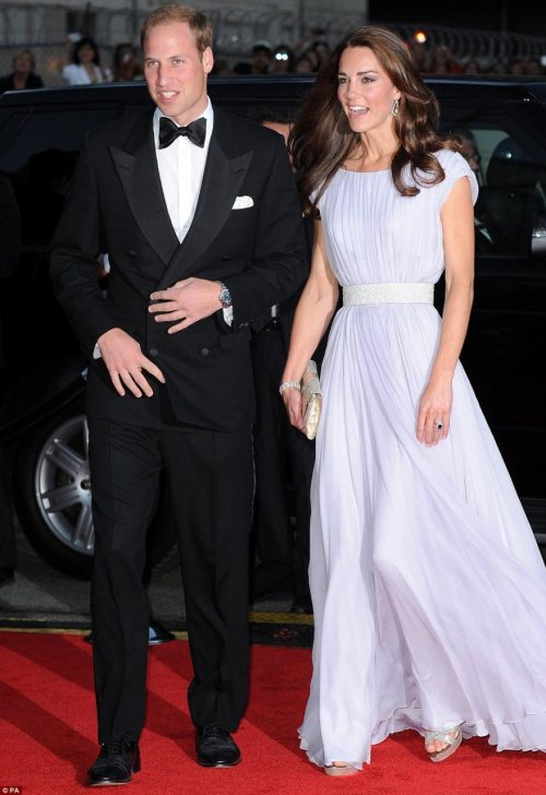 Another Alexander McQueen Gown for Kate! This one is lilac and oh so lovely. Notice the ring with the bag. Simple elegance. royalweddings:  Duke and Duchess of Cambridge shine at BAFTA event