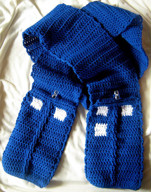 geekymerch:  (via Doctor Who TARDIS Scarf With Pockets by fassbaby on Etsy)  I would like this in cashmere-silk blend, with matching glittens (with electro-thread-thingy in thumb/index fingers, please. )