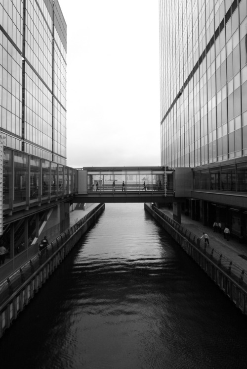 eriksellgren:  untitled. canary wharf, london.    'over & across'