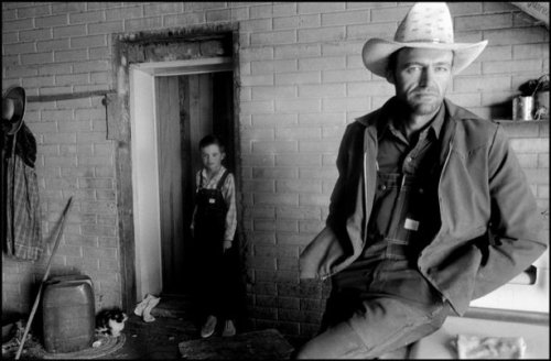 Juan Wiebe and son, Janos, Chihuahua, Mexico, 1996 Larry Towell