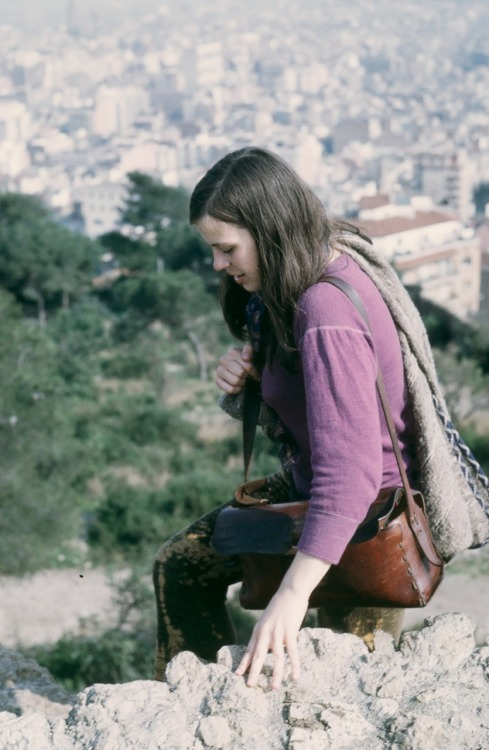 MOM parc güell, barcelona 1969 photo by jerry de wilde