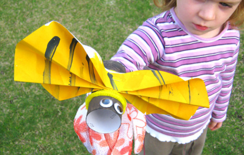 teachpreschool:  (via Summer Camp for Kids: Buzzing Bee Hand Puppet | Make and Takes)