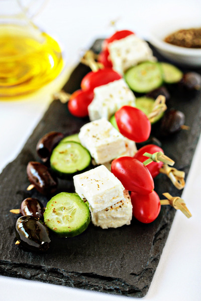 these greek salad skewers look like a perfect summer appetizer!