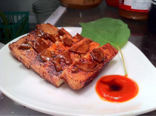 Caramel-cocoa tofu with hot sauce