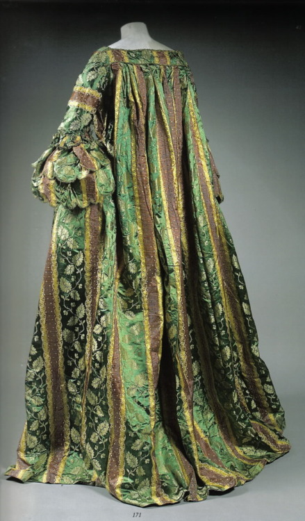 Robe volante, second quarter 18th century From the Hysterical Costumer