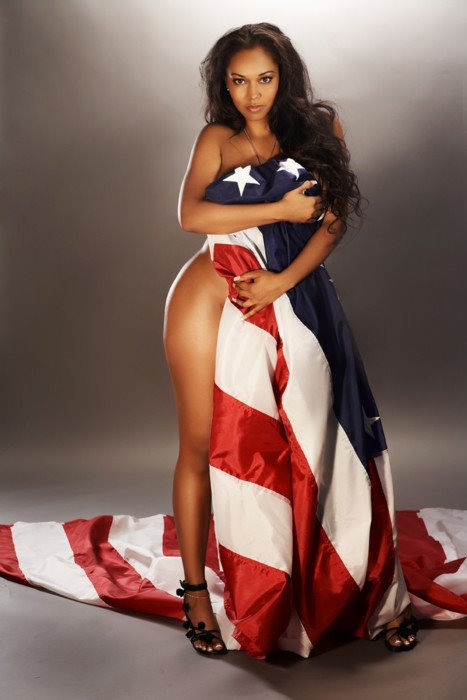 black woman draped in the american flag  画