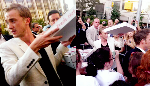 lifeaintafairytale:  Draco delivers: Tom Felton hands out pizza to starving New York Potter fans