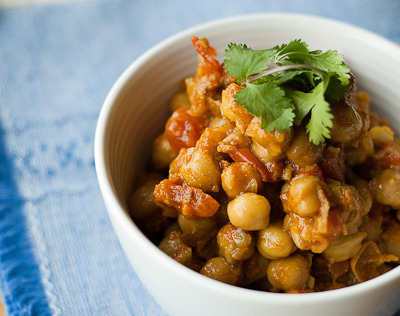 pixel-salad:  chana masala  use coconut milk or oil in yours. SO GOOD unf